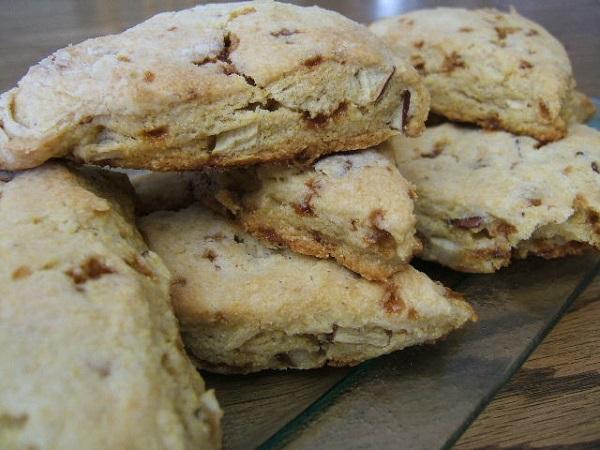 Apple currant cornmeal scones