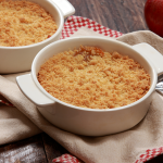 apple crisp with oatmeal topping